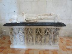 Maison du 16e siècle - Français:   Gisants du XVI e siècle de Jacques d\'Estouteville et son épouse Louise d\'Albret.