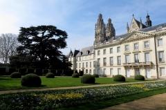 Ancien archevêché, actuellement musée des Beaux-Arts -  Les châteaux de la Loire.
