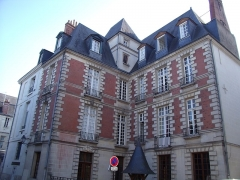 Hôtel - Français:   Vieux tours, premier hôtel restauré 1954 , 3 rue Paul Louis Courrier