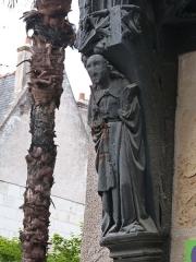 Maison - Français:   Statue en bois de saint Paul ornant la console de la traverse soutenant la saillie du premier étage (Maison située au n° 32 de la rue Briçonnet à Tours, Indre-et-Loire)