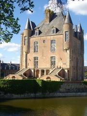 Ancien château - Français:   Donjon de Bellegarde (Loiret, France): façade méridionale