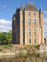 Ancien château - Français:   Donjon de Bellegarde (Loiret, France): façade occidentale