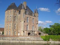Ancien château - Français:   Donjon de Bellegarde (Loiret, France), vu du sud-ouest