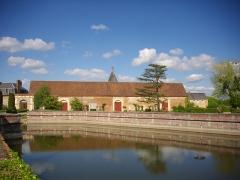 Ancien château - Français:   Communs nord-est du château de Belleagarde (Loiret, France)