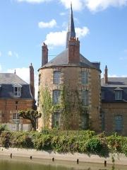 Ancien château - Communs nord-ouest du château de Belleagarde (Loiret, France)