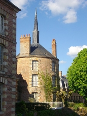 Ancien château - Français:   Communs nord-ouest du château de Belleagarde (Loiret, France)