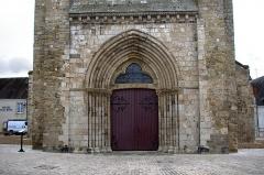 Eglise Saint-Etienne - Eglise Saint-Etienne de Jargeau.  Le portail de la tour-porche.    Saint-Etienne Church Jargeau.  The portal of the porch tower.