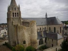 Eglise Saint-Liphard - Français:   Collégiale Saint-Liphard et tour Manassès de Meung-sur-Loire (Loiret, France), vue depuis le premier étage du château