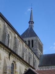 Eglise abbatiale Saint-Benoît - Français:   Église abbatiale Saint-Benoît de Saint-Benoît-sur-Loire (Loiret, France): clocher vu du sud