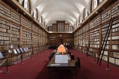 Palais Fesch - Français:   La bibliothèque municipale à Ajaccion en Corse, fondée par Lucien Bonaparte en 1801, dans l`aile nord du palais Fesch depuis 1868
