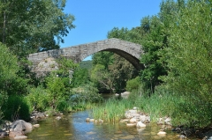 Pont de Spina-Cavallu sur le Rizzanèse - English: The bridge Spin'a Cavallu (horse's back) over the Rizzanese river was built during the reign of Genoa in the 13th century. It is connecting the communities of Arbellara and Sartène (Corsica).
