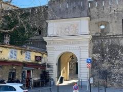 Citadelle et palais du Gouverneur, partiellement aménagé en Musée d'Ethnographie - Corsu: Porta di a citatella di Bastia, corsu Favale. Chjamata dinù