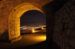 Remparts de la citadelle et Tour du Sel - English: A view by night of the port from the citadel of Calvi in Corsica.