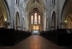 Eglise Saint-Aubin - Français:   Pacy-sur-Eure (département de l\'Eure, France): vue intérieure de l\'église Saint-Aubin