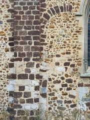 Eglise - Français:   Arcature de l\'ancienne porte romane du mur Nord.