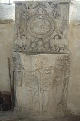 Eglise - Deutsch:   Katholische Kirche Saint-Hilaire in Tillières-sur-Avre im Département Eure (Region Normandie/Frankreich, Piscina mit de Jahreszahl 1547