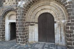 Eglise - Deutsch:   Katholische Kirche Saint-Hilaire in Tillières-sur-Avre im Département Eure (Region Normandie/Frankreich), Portal