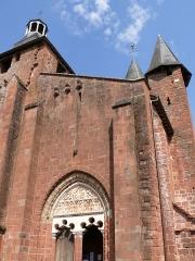 Eglise Saint-Pierre ou Saint-Sauveur - L'église Saint-Pierre de Collonges-la-Rouge (Corrèze, Limousin, France).