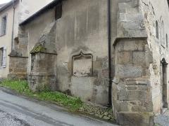 Chapelle dite Chapelle Bleue - Français:   Niche sur la façade nord de la chapelle bleue, Felletin, Creuse, France.