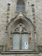 Chapelle Notre-Dame du Château - Français:   Le portail de l\'église du château, Felletin, Creuse, France.