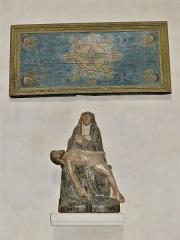 Eglise Sainte-Valérie, dite église du Moutier - Français:   Deux œuvres en bois polychrome du XVIIe siècle: un antependium et une statue représentant la Vierge de Pitié, église Sainte-Valérie de Felletin, Creuse, France.