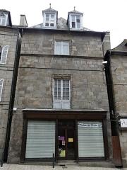 Immeuble - Français:   La façade sur rue de la maison située 35 Grande rue, Felletin, Creuse, France.