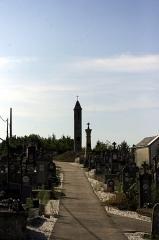 Lanterne des Morts - Français:   Cognac la Forêt, lantène des morts dans le cimétière. Haute Vienne, France