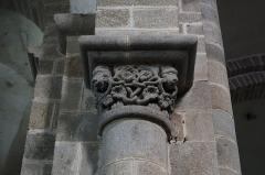 Eglise Saint-Pierre-ès-Liens - Intérieur de la collégiale Saint-Pierre du Dorat (87). Chapiteau.