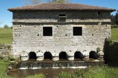 Pont surmonté d'un colombier - Deutsch: Pont-colombier (Brücke mit Taubenhaus) in Veyrac im Département Haute-Vienne (Limousin/Frankreich)