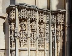 Eglise Notre-Dame - Français:   Caudebec-en-Caux (commune de Rives-en-Seine, département de Seine-Maritime, France): église Notre-Dame, détail des personnages sculptés du portail ouest