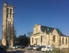 Eglise paroissiale Saint-Pierre de Carville - Nrf: Eglise Saint-Pierre ed Carville en avril ed 2019.