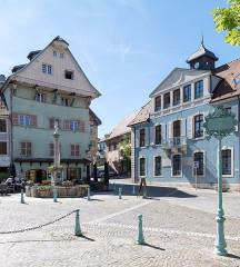 Maison des Cariatides - Deutsch: Delle: Place Raymond Formi