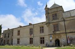 Château, actuellement Hôtel de ville et justice de paix - English: Renaissance Castle of Coulonges-sur-l'Autize