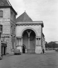 Ancien Hôpital du Saint-Esprit - Magyar: Rue Claude Goudimel, a református Szentlélek templom bejárata.