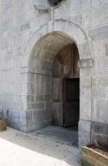 Eglise - Français:   Portail de l\'église.