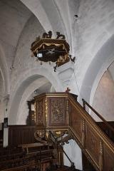 Eglise - Français:   La chair en bois sculpté.