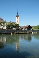 Eglise Saint-Laurent - Ornans (Doubs - France), la Loue et le quartier de l'église Saint-Laurent.