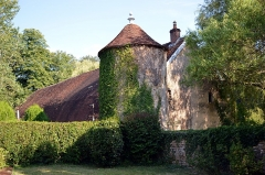 Château - Français:   Pigeonnier du château de Noironte.
