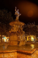 Fontaine monumentale - English: Carcassonne - Place Carnot - View East on Neptune Fountain 1771 by Italian sculptor Barata