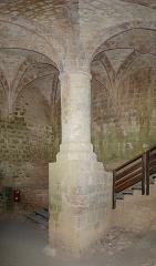 Ruines du château de Quéribus - English: Pillars' room, Château de Quéribus, Cucugnan, Département Aude, France