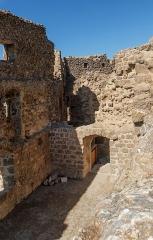 Ruines du château de Quéribus - English: Housing of the governor, Château de Quéribus, Cucugnan, Département Aude, France