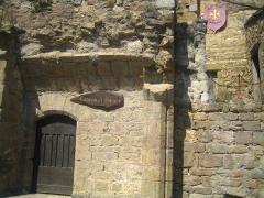 Ancienne abbaye Saint-Hilaire - Español: Entrada a la gruta-bodegas de elaboración de vinos de la Abadía.