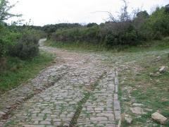 Via Domitia (également sur communes de Redessan et Jonquières-Saint-Vincent, dans le Gard, et Castelnau-le-Lez, dans l'Hérault) -  Ambrussum voies marquées à proximité de la porte est.