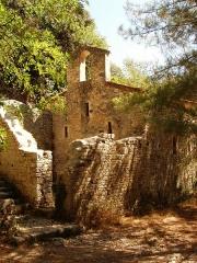 Ermitage tel qu'il est délimité par un mur d'enceinte - English: Collias: Eremitage Notre-Dame de Laval