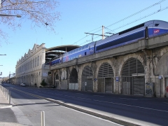 Ancienne gare - English: A TGV duplex in the station of Nîmes