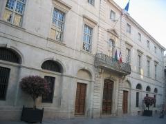 Hôtel de ville -  La Mairie de Nîmes. Photo de Nicolas Cadène. Propre travail, libre de droits (domaine public).
