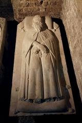 Ancienne abbaye de Saint-Gilles -  Dalle funéraire de Pierre de Corneillan, 27ème grand maître de l'ordre des Hospitaliers de Saint-Jean-de-Jérusalem. Provenance: Eglise Saint Jean de Rhodes  Classement: 18844