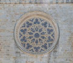 Ancienne cathédrale, actuelle église paroissiale Saint-Fulcran - English: Rose window of the Saint Fulcran cathedral of Lodève, Hérault, France