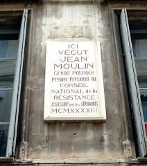 Ancien hôtel Rey - Français:   Plaque commémorative installée devant l\'appartement où habitèrent Laure Moulin et sa mère à partir de 1937 à Montpellier (Grand-Rue).