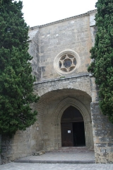 Eglise Saint-Saturnin - Français:   Nissan-lez-Enserune (Hérault) - église Saint-Saturnin - portail